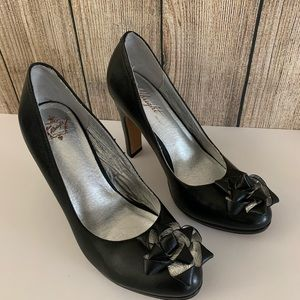 Miss Albright Specialty Black Leather Pumps